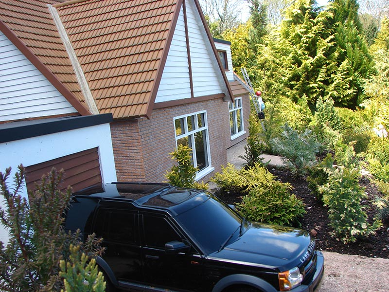 Range Rover parked on the drive